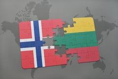imbarazzi con la bandiera nazionale della Norvegia e della Lituania su un fondo della mappa di mondo illustrazione di stock
