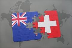 imbarazzi con la bandiera nazionale della Nuova Zelanda e della Svizzera su un fondo della mappa di mondo Fotografia Stock Libera da Diritti