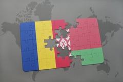 imbarazzi con la bandiera nazionale della Romania e della Bielorussia su un fondo della mappa di mondo Immagini Stock Libere da Diritti
