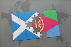 imbarazzi con la bandiera nazionale della Scozia e dell'Eritrea su una mappa di mondo Immagine Stock