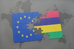 imbarazzi con la bandiera nazionale di Unione Europea e delle Mauritius su un fondo della mappa di mondo Fotografie Stock Libere da Diritti