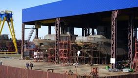 Imbarcazione in costruzione sugli stock Fotografie Stock Libere da Diritti