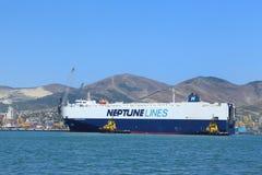 Imbarcazione di mare nel porto marittimo internazionale di Novorossijsk Immagini Stock