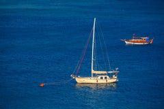 Imbarcazione a vela all'attracco Fotografia Stock