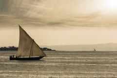 Imbarcazione a vela tradizionale del Dhow Immagine Stock Libera da Diritti