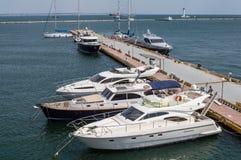 Imbarcazioni a motore al pilastro Fotografia Stock Libera da Diritti