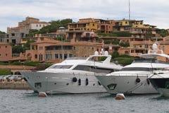 Imbarcazioni a motore a Oporto Cervo, Sardegna, Italia Immagini Stock Libere da Diritti