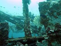Imbarchi su una nave incavata sotto l'acqua nelle Filippine Fotografie Stock