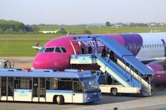 Imbarco di WIZZAIR Airbus A320 Fotografie Stock Libere da Diritti