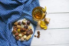 Imbirowa herbaciana cytryna i cynamon z czekoladami Fotografia Stock
