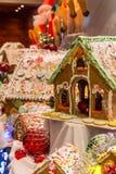 Imbirowi chlebów domy z Santa w tle Zdjęcia Royalty Free