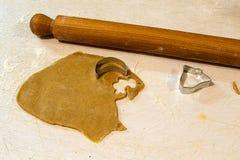 Imbirowi chlebowi ciastka, proces produkcji Zdjęcia Stock