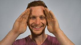 Imbirowy męski przedstawienie znak chował zbiory wideo