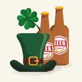 imbottigli le birre cappello e la progettazione del giorno di St Patrick del trifoglio Fotografia Stock