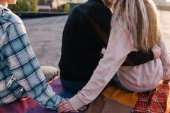Imbrogliando al partner Tradimento di amicizia fotografia stock