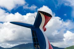 Imbuto bianco e blu rosso della nave da crociera immagine stock libera da diritti