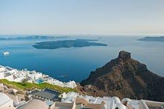 从Imerovigli大阳台的破火山口视图在圣托里尼,希腊 免版税库存图片