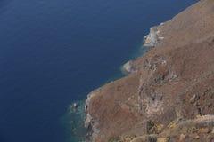 Imerovigli, Santorini, Grécia - 22 de outubro de 2014: Rocha de Skaros Opinião do Caldera - Immagine fotografia de stock