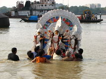 Imersão do ritual de Durga Hindu Imagem de Stock