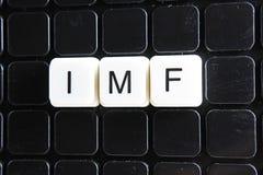IMF tytułu teksta słowa crossword Abecadło list blokuje gemowego tekstury tło Biali abecadłowi listy na czerni Obrazy Royalty Free