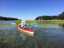 IMG_1155 Frau Kayak fahrendes ©2018 Paul Light Lizenzfreies Stockbild