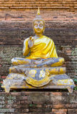Imgae velhos de buddha no templo do chedi em público Imagens de Stock