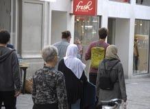 IMIGARNTS ΠΟΥ ΚΟΣΤΙΖΟΝΤΑΙ ΒΑΡΥΣ Στοκ φωτογραφίες με δικαίωμα ελεύθερης χρήσης