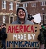 Imigrante americano - protesto do estudante - RPI - Rensselaer, New York fotos de stock royalty free