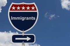 Imigrantes este sinal da maneira imagens de stock royalty free