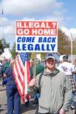 Imigrantes ilegais de protesto do homem. Foto de Stock Royalty Free