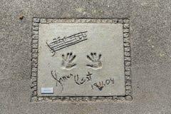 Imiona i ręka druki gwiazdy przy Monachium spacerem sława w Obraz Stock