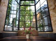 Imitacja kwitnie w cynkowych wazach zdjęcia royalty free
