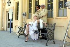 Imitador Marylin Monroe e meninos Barselona Espanha o 16 de junho Imagem de Stock