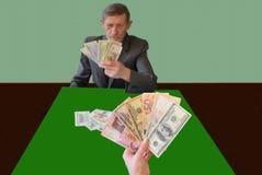 Imitatie van kaartspels, in plaats van kaarten - bankbiljetten stock fotografie