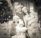 Imitatie van retro foto van gelukkige familie stock fotografie