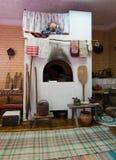Imitazione di vecchia stufa russa nella capanna Fotografia Stock