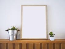 Imite encima de capítulo de madera del cartel con la decoración casera de las plantas Imágenes de archivo libres de regalías