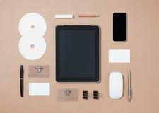 Imite encima de la plantilla de herramientas inmóviles y electrónicas en cada día Fotografía de archivo