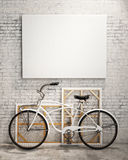 Imite encima del cartel en interior del desván con la bicicleta, fondo