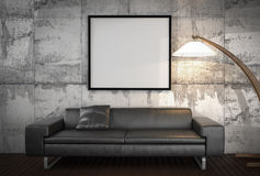 Imite encima del cartel, sofá grande, fondo del muro de cemento Fotos de archivo libres de regalías
