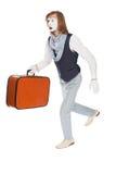 Imitieren Sie den Schauspieler, der mit einem Koffer in seiner Hand läuft stockfotos