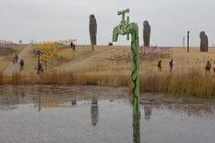 Imjingak fred parkerar, Sudogwon, Paju, Sydkorean - utomhus- konst symboliserar olycksoffer och tragedi av det koreanska kriget - royaltyfria foton