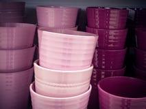 Immagazzinamento in ceramico il vaso rosa fotografia stock