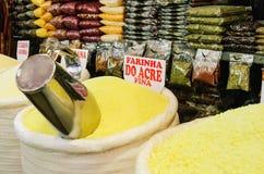 Immagazzini che le vendite ammassano farina a Mercadao municipale Immagini Stock Libere da Diritti