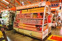 Immagazzini che spezie di vendite fatte di pepe e di altri prodotti locali Fotografia Stock