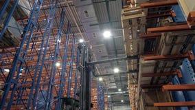 Immagazzini le imprese d'elaborazione del legno segate, la fabbrica di riserva molta dei bordi ed i materiali da costruzione per  stock footage