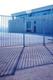 Immagazzini workstaton di luce solare del cielo del posto vuoto dell'ufficio dell'ombra della luce del recinto del sole il grande immagine stock