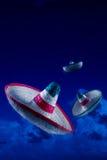 Immagine ad alto contrasto dei cappelli messicani/sombreri nel cielo a Ni fotografie stock libere da diritti