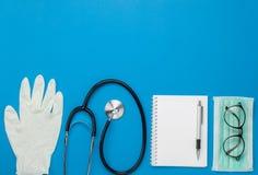 Immagine aerea di vista del piano d'appoggio della sanità degli accessori & del concetto del fondo medico Fotografia Stock Libera da Diritti