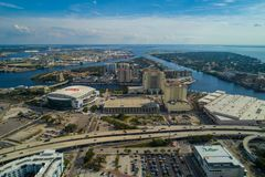 Immagine aerea Tampa FL Amalie Arena ed isola del porto fotografia stock libera da diritti